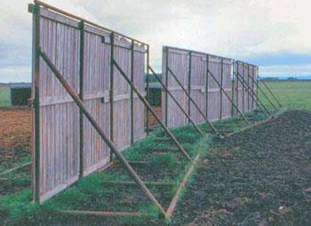 Sturdy fence that requires relatively more steel tubing