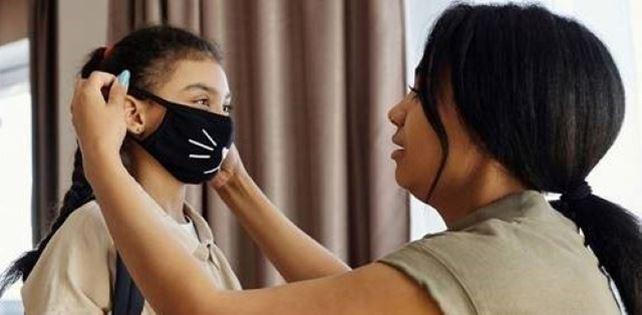 COVID mère et fille porte des masques