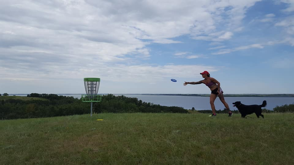 Jerri-Anne throwing disc at Jackfish disc golf course